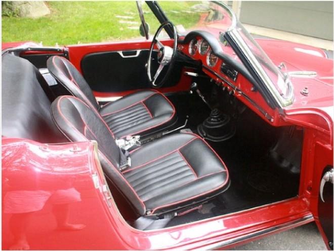 louez une alfa rom o spider giulia nice avec easy car booking description de la voiture. Black Bedroom Furniture Sets. Home Design Ideas